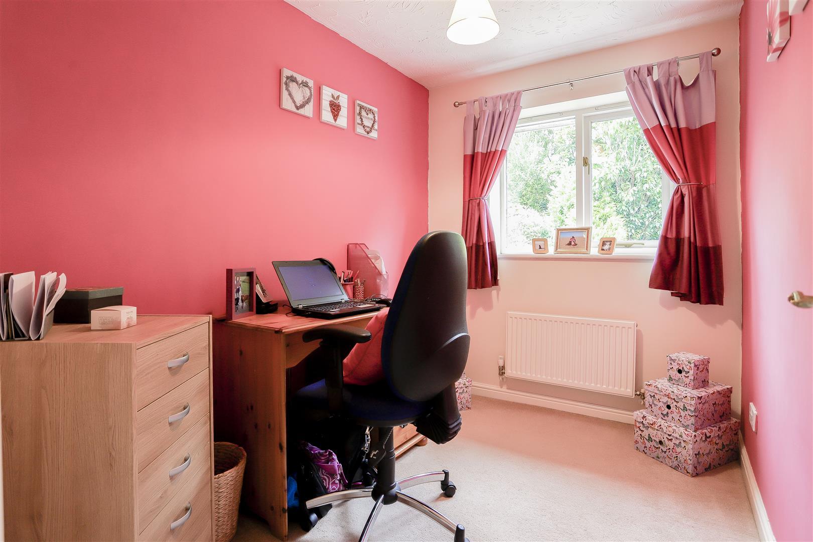 3 Bedroom Detached House For Sale - 9.jpg